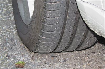 タイヤの側面を擦った